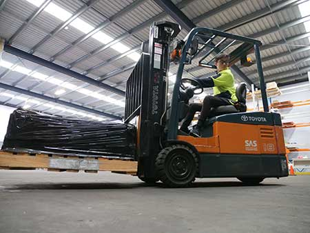 Forklift licence student on a LF forklift at Trainix